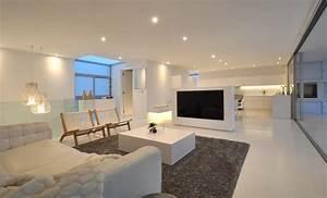 maison contemporaine blanche avec un interieur design With entree de maison design 1 maison contemporaine blanche avec un interieur design