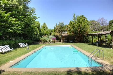 farmhouse with swimming pool for sale near orvieto