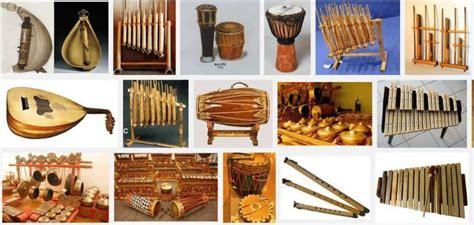 Nah kali ini akan alat musik ini tergolong musik aerofon yang mengeluarkan suara melalui udara dengan tangan. 9 Contoh Alat Musik Ritmis Tradisional dan Modern Serta Penjelasannya