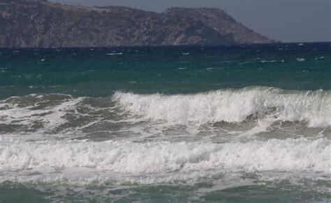 chambre b b 2 ans la mer agitée par le vent photo de agapi hotel