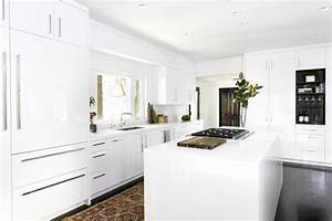 White Kitchen Cabinet Ideas for Vintage Kitchen Design