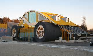 Pics of a Car Shaped as a House