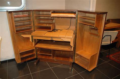 secretaire sous le bureau image de secretaire au bureau 28 images image de
