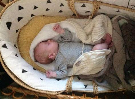 le sur pied chambre bébé 1000 idées sur le thème berceaux sur chambres