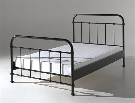 coussin de canapé 60 x 60 lit en métal pour un style industriel de 120 x 200