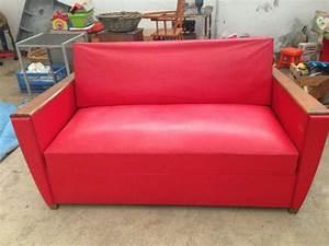 Canapé Rouge Convertible : canape rouge convertible vintage mobilier 3615 design ~ Teatrodelosmanantiales.com Idées de Décoration