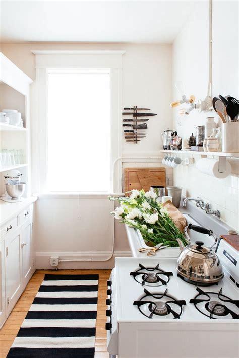 tapis cuisine noir tapis de cuisine une bouffée d air frais au charme