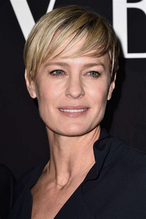 Short hairstyles for square faces for women over 40