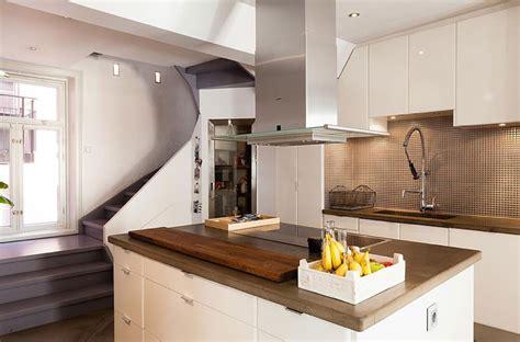 cuisine sous escalier laissez vous émerveiller par nos idées aménagement sous