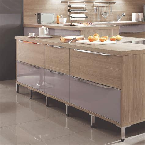 poign馥 porte de cuisine poignee de porte armoire cuisine cuisine laqu e fuschia sur mesure meubles de cuisines grande armoire de cuisine porte poign es commode noir