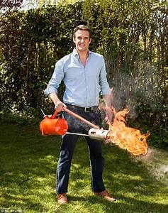 Lance Flamme Tesla : tom rawstorne tests robotic lawnmowers and weed destroying flame throwers daily mail online ~ Melissatoandfro.com Idées de Décoration
