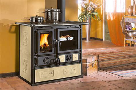 la cuisini 232 re 224 bois pour cuisiner et chauffer votre pi 232 ce