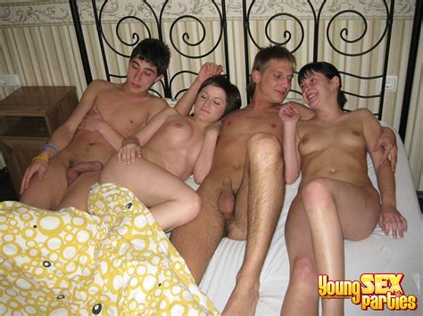 Foursomes In Bed Cumception