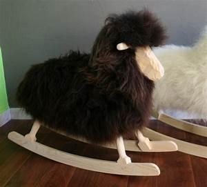 Mouton à Bascule : mouton a bascule marron d coration chambre enfant rocking chair ~ Teatrodelosmanantiales.com Idées de Décoration