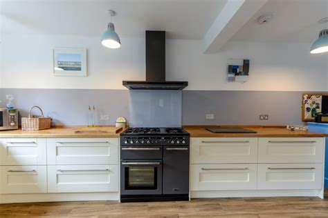 kitchen design tiles pictures glass splashback hob kitchen kent by roots 4584