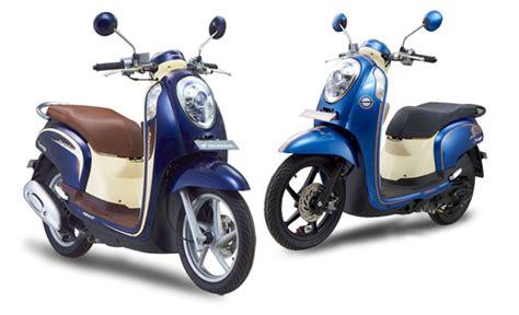 honda scoopy pgm fi 2013 dengan warna baru majalah otomotif indonesia