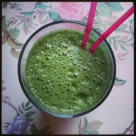 juice wheatgrass spirulina celery wheat grass spinach pineapple cucumber blend apple