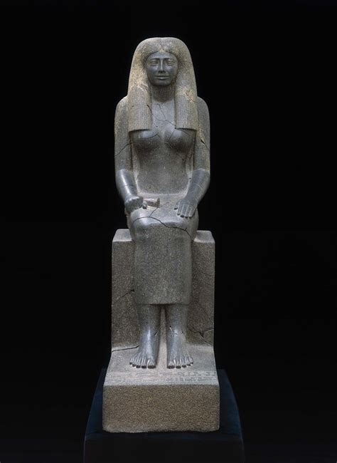 statue  lady sennuwy museum  fine arts boston