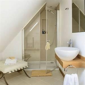 une salle de bain sous pente ou sous combles en 52 photos With salle de bain design avec décoration combles aménagés