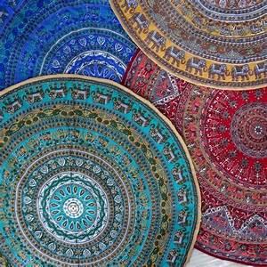 Tapis Rond Mandala : 25 best ideas about petit tapis on pinterest tapis en pompon tapis en laine and pompom rug ~ Teatrodelosmanantiales.com Idées de Décoration