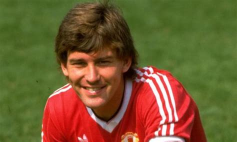 classic transfer man united sign star midfielder
