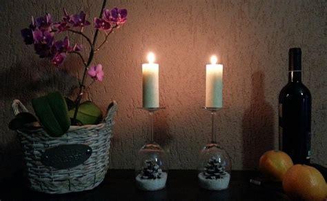 Ziemassvētku dekors pašu rokām: svečturi no vīna glāzēm - Puaro.lv