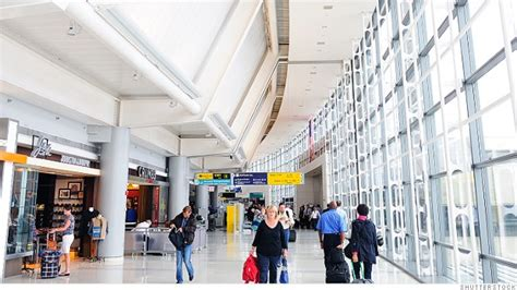 summer travel delays   worst   citys airports