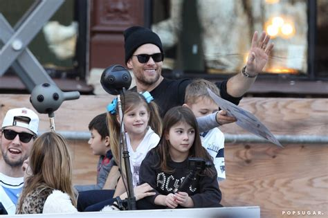 Fans are praising tom brady after a video captured the postgame moment the tampa bay buccaneers quarterback threw a touchdown. Tom Brady and His Family at 2019 Super Bowl Parade ...