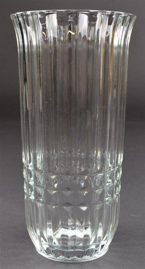 "Ftda Clear Glass Flower Vase  8"" Tall"