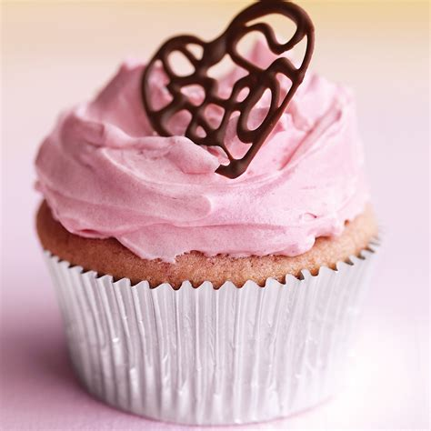 raspberry cupcakes  pink buttercream  lacy