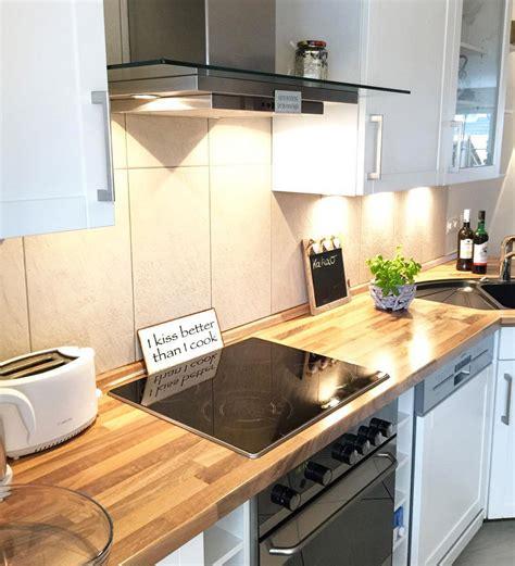 Weiße Küche Mit Holz by Wei 223 E K 252 Chen Mit Holzarbeitsplatten Wohnkonfetti