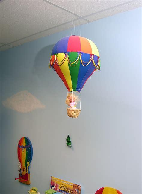 chambre avec mezzanine aménager une salle de jeux pour enfants