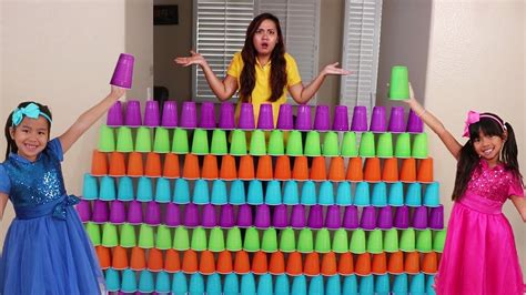 Emma & Jannie Pretend Play Fun Stacking Giant Cup Wall