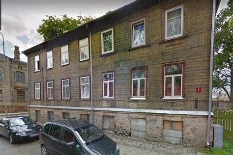 Jelgavā ēka Palīdzības ielā 2 - dzīvošanai bīstama