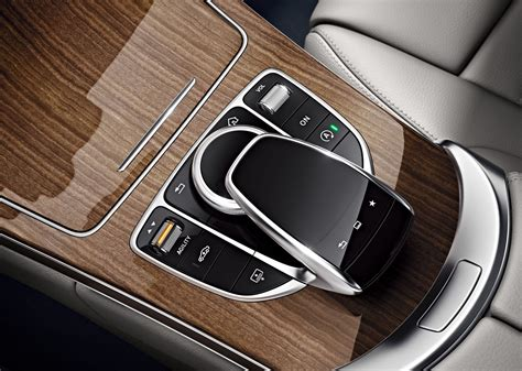 With the agility select feature, driving has become simpler, faster, more luxurious and comfortable. Der AGILITY SELECT Schalter : Die Fahrzeugeinstellungen der neuen C-Klasse im Blick - Mercedes ...