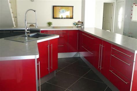 cuisines rouges decoration cuisine et gris