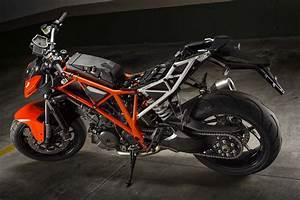 Duke 1290 R : ride review of the 2014 ktm 1290 super duke r global moto trend ~ Medecine-chirurgie-esthetiques.com Avis de Voitures