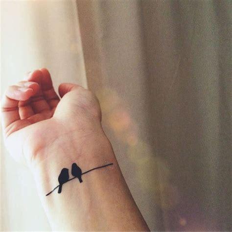 tatouage oiseaux poignet  tatouages doiseau qui vont