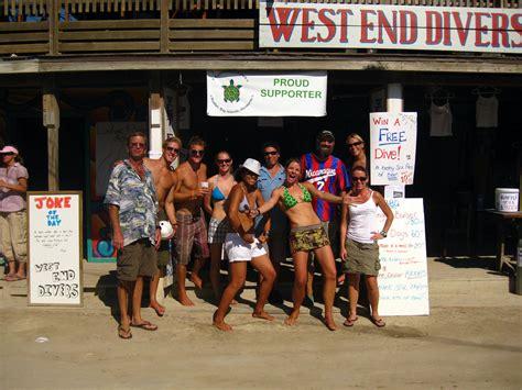 diving roatan honduras west  divers