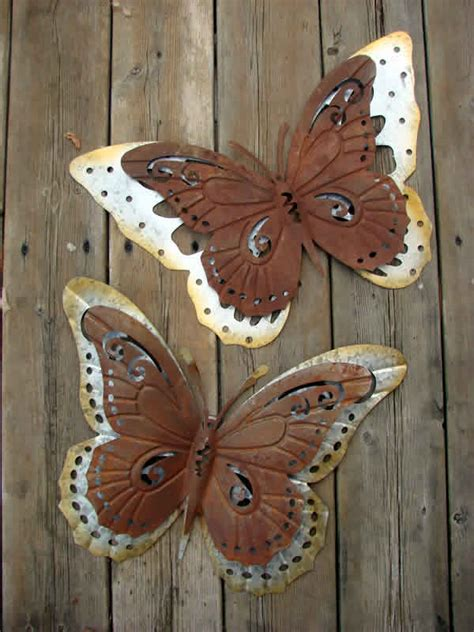Do you want an easy way to incorporate some spring vocabulary into your lessons? Butterfly Galvanized Metal Wall Decor - Set of Two - Mondus Distinction Garden Decor