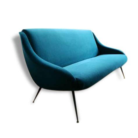 nettoyer un canapé en velours ras oltre 1000 idee su canapé bleu canard su