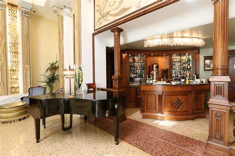 arredamenti bar tavoli sedie arredi  lusso contract