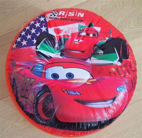 deco cars chambre disney cars 2 décoration de chambre pouf gonflable 35 x 15