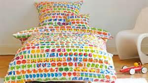 jete canapé parure de lit enfant ludique et confortable westwing