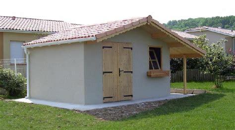 abri de jardin en beton 2 pentes couverture tuiles avec bucher