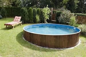 Pool Aus Europaletten : how to decorate around an above ground swimming pool hunker ~ Orissabook.com Haus und Dekorationen