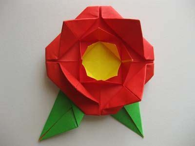 Easy instructions for origami rose with leaves. | Origami rose, Origami easy, Easy origami rose