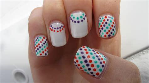 Nail Art Dots Design Communiquerenligne