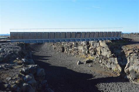 Bro Mellan Kontinenter, Island Arkivfoto - Bild av avvika ...
