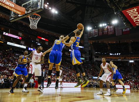 Warriors Stay Undefeated, Beat Rockets 98-87